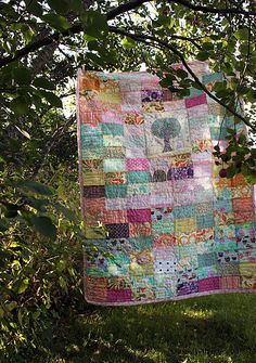 We should make a quilt like this. I think it's hand quilted too. I like the tree in the middle :)