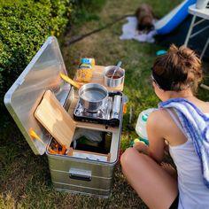 Mobile Outdoor Campingküche - Einfach genial! Auto Camping, Camping Gadgets, Truck Camping, Camping Glamping, Van Camping, Camping Stove, Camping Gear, Off Road Camper Trailer, Car Camper