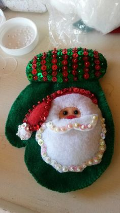 Resultado de imagen de ecoartesanias porta cubiertos Christmas Bird, Felt Christmas Ornaments, Christmas Items, Christmas Holidays, Christmas Crafts, Christmas Decorations, Adult Crafts, Diy Crafts, Fleece Crafts