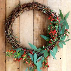Make beautiful wreaths easily from foraged materials using a simple hack! See how to make a Honeysuckle or Grapevine wreath, plus gorgeous variations. - A Piece Of Rainbow Christmas Planters, Fall Planters, Christmas Crafts, Christmas Decorations, Winter Planter, Magnolia Wreath, Magnolia Leaves, Herb Garden In Kitchen, Diy Bed Frame