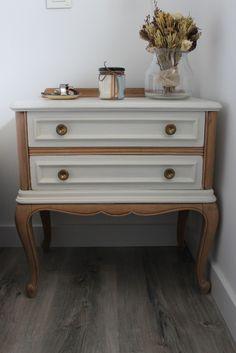Mesita de noche restaurada www.berbiqui.es Refurbished bed table, vintage furniture