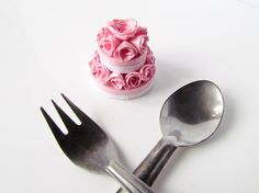Paper miniature 3d paper quilling strawberry rose cake by Paperica
