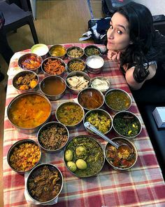 Shraddha Kapoor, the Bollywood hottie is a big foodie which she has revealed many times in the past. She is currently busy shooting for the movie Saaho starring Published November 2018 Bollywood Stars, Bollywood News, Bollywood Fashion, Bollywood Actress, Indian Bollywood, Anushka Sharma, Priyanka Chopra, Indian Celebrities, Bollywood Celebrities