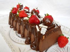 Prajitura Noire Poke Cakes, Lava Cakes, Cupcake Cakes, Romanian Desserts, Romanian Food, Romanian Recipes, Fudge Cake, Brownie Cake, Biscuit Cupcakes