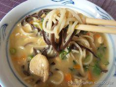 Une soupe façon asiatique pleine de saveurs, idéale pour un repas complet du soir. J'ai choisi cette recette chez La bouffe de Clivia que j'ai un peu adaptée en rajoutant des pâtes chinoises, des champignons noirs et du chou pak choi. Délicieux ! Avec ce plat, je participe au tour 377 d'un tour en cuisine. …