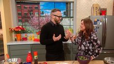 The Biggest Loser trainer Bob Harper helps you slim down without giving up on comfort food, with his skinny fake-out versions of waffles and sloppy Joes! ...
