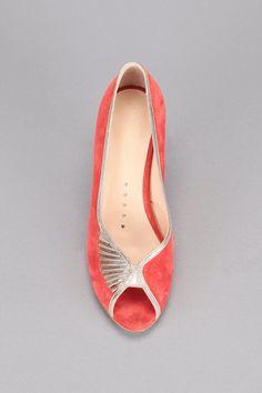 – Escarpins rouges cuir Ibiza Petite Mendigot… - Beauty is Art Pretty Shoes, Cute Shoes, Me Too Shoes, Best Gym Shoes, New Shoes, High Heel Boots, Shoe Boots, Shoes 2018, Shoe Wardrobe