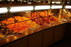 Best Seafood buffets in Las Vegas can be found easily even though it is not a coastal city thanks to numerous establishments offering the best to their customers and to keep an edge in competition. Las Vegas has so much to offer to entertain. Las Vegas Eats, Las Vegas Food, Las Vegas Vacation, Vegas Fun, Vegas Casino, Las Vegas Nevada, Travel Vegas, Hawaii Travel, Viajes