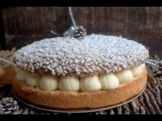 This is the recipe for the Tropezienne pie. We know this brioche scented with orange blossom created in the in Saint-Tropez by Alexandre Shrimp Fritters, New Recipes, Cooking Recipes, Arabian Food, Paris Brest, Angel Cake, Saint Tropez, Desert Recipes, Bakery