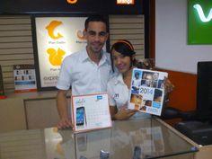 Estás son algunas fotografías de los felices representantes de Orange recibiendo las lindas agendas de ALCATEL ONETOUCH.