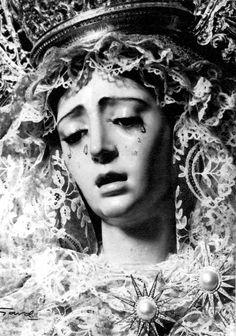 Fotos Antiguas en B/N (II) - Página 5 Our Lady Of Sorrows, Statue, Saints, Old Pictures, Art, Star, Sculpture, Sculptures