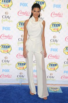 How to wear white: Kendall Jenner paired slicked-back hair and glowing nude makeup with this Oriett Domenech look she wore to the Teen Choice Awards