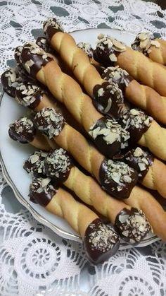 ΦΙΛΙΟ1 Greek Sweets, Greek Desserts, Greek Recipes, My Recipes, Cookie Recipes, Dessert Recipes, Favorite Recipes, Koulourakia Recipe, Baking Business