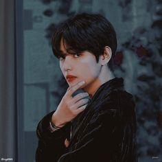 Cute Pastel Wallpaper, Bts Wallpaper, Images Of Bts, Jin, Gucci Models, Army Love, Fake Love, Yoongi, V Taehyung