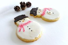 Copycat Starbucks Frosted Snowman Cookies made with shortbread cookie dough and royal icing. Recipe + Video tutorial available via MonPetitFour.com