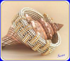 Jag har sett ett liknande armband på nätet, (Night at the Opera av Jill Wiseman) och jag tänkte att det skulla passa väl till halsbande...