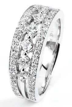 Diamond and white gold ring with princess cut and round brilliant cut diamonds. #wedding #engagement #jewelry #fashion