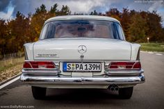 1961 Mercedes-Benz 300 SE W112 - Dailyrevs Mercedes Benz 300, Mercedes Maybach, Manual Transmission, Automatic Transmission, Cylinder Liner, Planetary Gear, Torque Converter, Hd Picture, Rear View