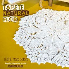 A cor neutra do Tapete Natural de Flor garante com que a peça embeleze e combine com qualquer ambiente. Confira a receita clicando na imagem.