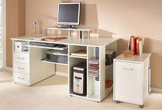 Groot bureau met plaats voor de PC en alle andere kantoorbenodigdheden.