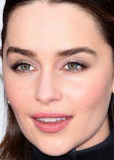 Close-up of Emilia Clarke at the 2016 Golden Globe Awards.