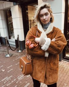 Dream girl ✨ wearing the Babylon Bar Bag Buckle in Cognac Fall Winter Outfits, Autumn Winter Fashion, Winter Wear, Divas, Sheepskin Coat, Fashion Outfits, Womens Fashion, Fashion Trends, Chiffon