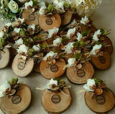 This Pin was discovered by Atö Garden Party Decorations, Wedding Decorations, Christmas Decorations, Fall Projects, Cool Diy Projects, Dried Flower Bouquet, Dried Flowers, Best Wedding Favors, Wedding Gifts