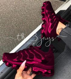 How To Wear Converse Sneakers For Women - Page 4 of 6 - Stylish Bunny - sneaker - shoes Cute Sneakers, All Black Sneakers, Sneakers Nike, Sneakers Women, Air Jordan Sneakers, Nike Air Shoes, Shoes Jordans, Sneakers Fashion Outfits, Outfits Casual