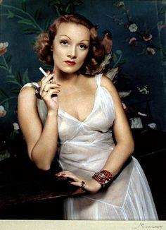 Eyes eyes eyes.   Marlene Dietrich, 1935