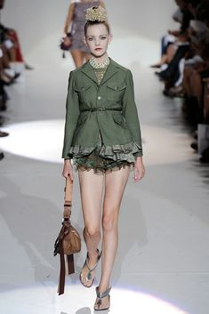 Marc Jacobs Spring 2010 Ready-to-Wear Collection - Vogue Fall Fashion Trends, Fashion Week, Fashion Show, Autumn Fashion, Womens Fashion, Fashion Design, Vogue Paris, Marc Jacobs, Military Looks