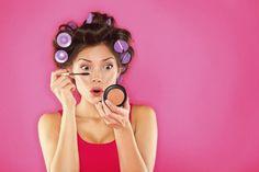 Maquiadora ensina como limpar os pinceis de maquiagem