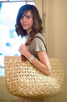 When you take a trip to the beach, you want to keep your impeccable fashion on display. Made from sustainable materials, this roomy tote is perfect as a beach/lake bag or a picnic carry all.This post was discovered by Güzin. Discover (and save! Crochet Tote, Crochet Handbags, Crochet Purses, Filet Crochet, Knit Crochet, Women's Handbags, Handmade Handbags, Handmade Bags, Ethno Style