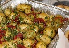 Bilderesultater for koldtbord bilder Sprouts, Potato Salad, Potatoes, Vegetables, Ethnic Recipes, Food, Meal, Potato, Essen