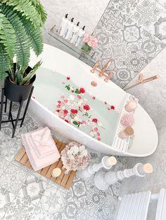 Upstairs Bathrooms, Dream Bathrooms, Beautiful Bathrooms, Bathroom Inspiration, Home Decor Inspiration, Dream Home Design, House Design, Bathroom Organisation, Bathroom Goals