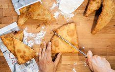 Το best seller του εργαστηρίου Δήμητρας Γουναρίδη είναι οι τριγωνικές πίτες του. Με φύλλο ασυναγώνιστα τραγανό, γεμάτο φυσαλίδες, χρυσαφένιο και με πεντανόστιμες γεμίσεις. Breakfast Snacks, Street Food, Pineapple, Fruit, Recipes, Pine Apple, Recipies, Ripped Recipes, Cooking Recipes