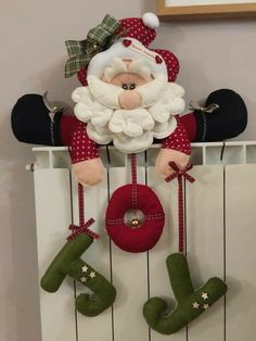 Felt Christmas Decorations, Christmas Card Crafts, Christmas Drawing, Christmas Art, Christmas Projects, Holiday Crafts, Christmas Wreaths, Christmas Ornaments, Felt Ornaments