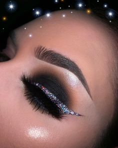 Miranda Sipko - New Years Glam 🎇🍾🖤 ————- New Year's Eve look! A video just went up of this look! Hope you like it! 🖤 ————- eyes fit me concealer Palette Glitter glue Glitter Cute Makeup, Glam Makeup, Skin Makeup, Makeup Inspo, Makeup Art, Makeup Inspiration, Beauty Makeup, Makeup Ideas, Glitter Eyeshadow