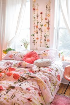 Floral Bedroom Refresh by @delaneypoli & @caitpoli #UOHome