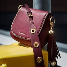 >>>Michael Kors OFF! >>>Visit>> They say beauty is in the eye of the beholder… or maybe it's the bag holder 😉 💕 Mk Handbags, Fashion Handbags, Purses And Handbags, Fashion Bags, Women's Fashion, Fashion Outfits, Fashion Trends, Sac Michael Kors, Handbags Michael Kors