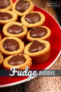 Butter Fudge Puddles are a chewy peanut butter cookie cup with a chocolat. -Peanut Butter Fudge Puddles are a chewy peanut butter cookie cup with a chocolat. Chewy Peanut Butter Cookies, Fudge Cookies, Peanut Butter Desserts, Peanut Butter Fudge, Köstliche Desserts, Yummy Cookies, Dessert Recipes, Bar Recipes, Brownie Recipes