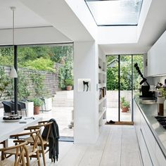 contemporary kitchen extension in Victorian terrace Conservatory Kitchen, Architecture Renovation, Indoor Outdoor Kitchen, Outdoor Kitchens, Outdoor Living, Casa Loft, Glass Extension, Extension Ideas, Side Extension