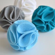 Easy-to-make Felt Pom Poms that can be used for decoration, embellishment & accessories. Make Your Own with this simple DIY @sarahassan35