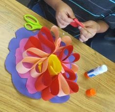 shine brite zamorano: looping and pinching Bulletin Board outside of room Classroom Art Projects, Art Classroom, Third Grade Art, Second Grade, Sculpture Lessons, Sculpture Projects, Sculpture Ideas, Spring Art Projects, Art Cart