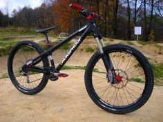 Downhill Bike, Mtb Bike, Bmx Bikes, Bike Trails, Cool Bicycles, Cool Bikes, Vtt Dirt, Cross Country Mountain Bike, Hardtail Mountain Bike