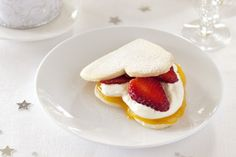 Strawberry shortcakes recipe, NZ Womans Weekly – These biscuits can be made several days in advance Simply store in an airtight container and dust with icing sugar upon serving - Eat Well (formerly Bite) Strawberry Shortcake Recipes, Strawberry Slice, Tasty, Yummy Food, Valentines Day Treats, Christmas Baking, Tray Bakes, Baking Recipes, Biscuits