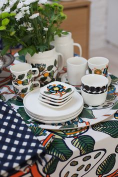Marimekko 2016 - Vihreä talo Color Accents, Accent Colors, Kitchen Interior, Interior And Exterior, Marimekko Fabric, Danish Modern Furniture, Inside Design, Target Style, Nordic Design