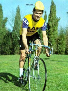 José Manuel FUENTE Lavandera fue un ciclista profesional español que nació el 30 de septiembre de 1945 en Limanes (Principado de Asturias) y falleció el 18 de julio de 1996 en Oviedo. Era conocido popularmente con el sobrenombre de El Tarangu. Ganador de la Vuelta a España en 1972 y 1974.