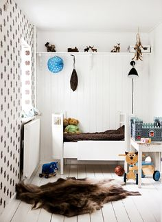 I love that rug! Such a great contrast of textures in this white-on-white space. The room is dotted with brown accessories all over.