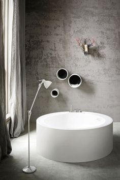 Freestanding round Korakril™ bath HOLE by Rexa Design