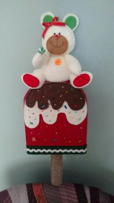 Paleta Navidad 2 Cute Crafts, Felt Crafts, Diy And Crafts, Arts And Crafts, Christmas Craft Projects, Christmas Sewing, Felt Christmas Ornaments, Christmas Decorations, Holiday Decor